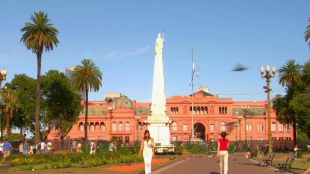 WS Casa Rosada with Pyramid de Mayo and flag in foreground, Plaza de Mayo, Buenos Aires, Argentina