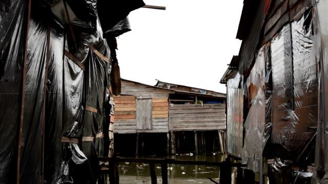 vídeos de stock, filmes e b-roll de casas barrio - abandonado