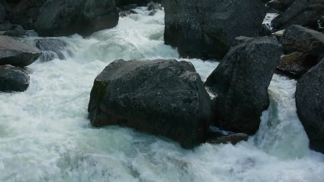 cascading merced river with boulders in yosemite national park, california - merced fluss stock-videos und b-roll-filmmaterial