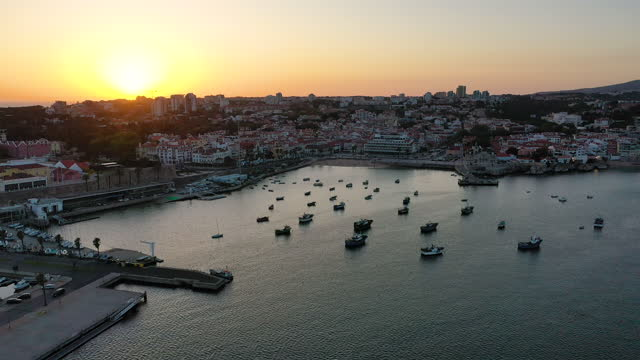 vídeos y material grabado en eventos de stock de cascais bay, portugal coast village. - paisaje espectacular