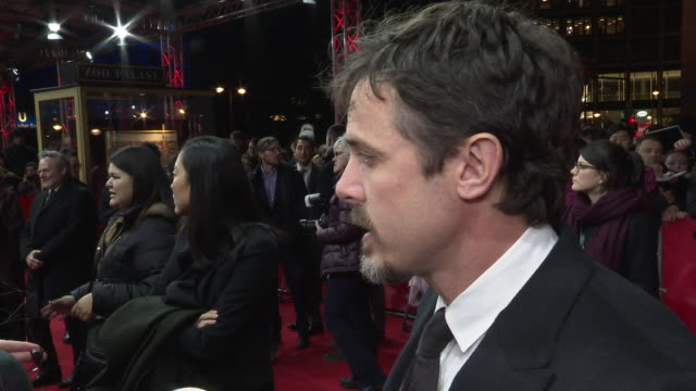 casey affleck director on his film light of my life and its narrative  about a world without women at 'light of my life' red carpet 69th berlin film... - ディレクター点の映像素材/bロール