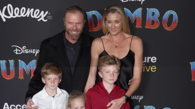 stockvideo's en b-roll-footage met casey jenkins kerri walsh jennings sundance thomas jennings joseph michael jennings and scout margery jennings at the dumbo world premiere at the el... - première