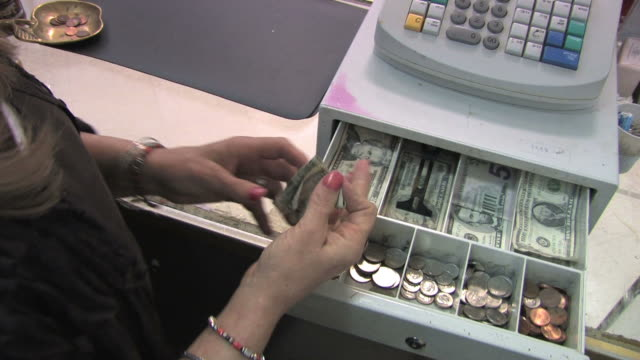 cash register in aktion - audio available stock-videos und b-roll-filmmaterial