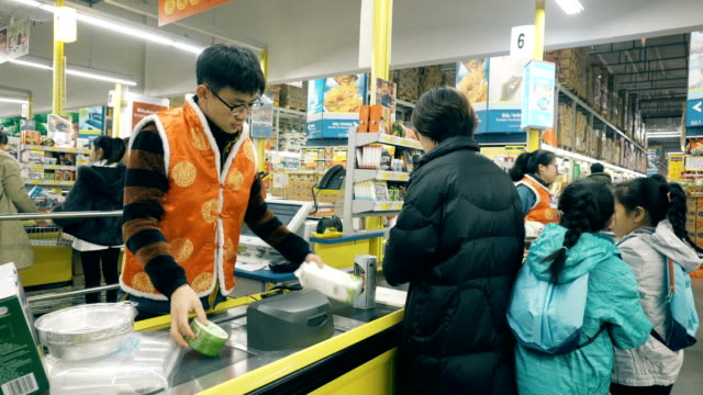 cashier and checkout at supermarket - physical activity stock videos & royalty-free footage