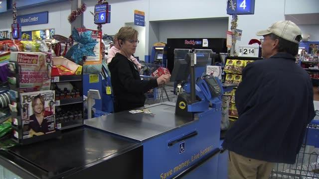 stockvideo's en b-roll-footage met cashier at walmart on november 25 2013 in los angeles california - wal mart