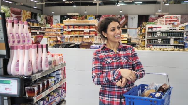 cashier in supermarket - female customer paying by contactless credit card - financial bill stock videos & royalty-free footage