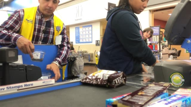 stockvideo's en b-roll-footage met cashier shifting at walmart super shopping center in north georgia usa - wal mart