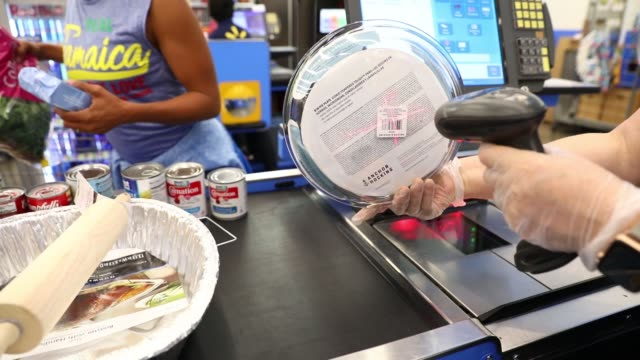 stockvideo's en b-roll-footage met cashiers scan items at registers inside a walmart stores inc location in burbank california us on thursday nov 16 2017 photographer patrick t fallon... - wal mart