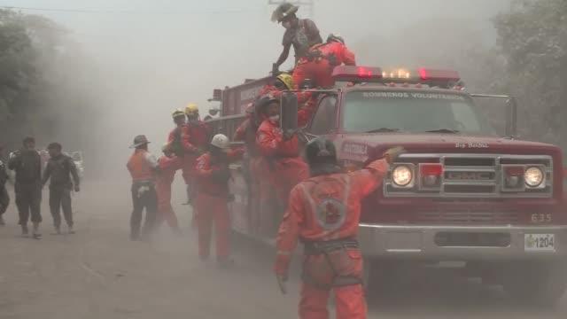 casi 200 personas estan desaparecidas tras la erupcion del volcan de fuego en guatemala que dejo ademas mas de 70 muertos y miles de evacuados - guatemala stock videos & royalty-free footage