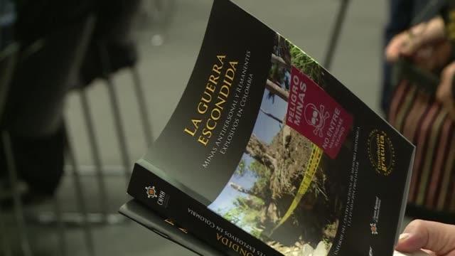 stockvideo's en b-roll-footage met casi el 40% de las mas de 11000 víctimas de minas antipersona en colombia el segundo pais del mundo mas afectado por este flagelo por detrás de... - detrás