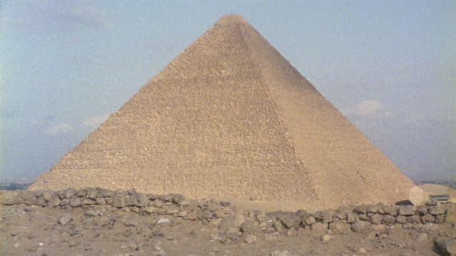 la ws zi cu casing stones on kheops pyramid / giza, egypt - low angle view stock videos & royalty-free footage