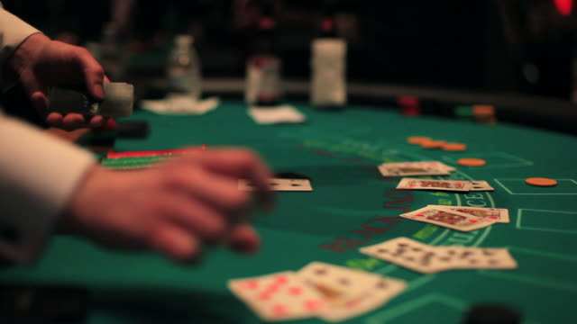 casino-blackjack-tisch. - casino stock-videos und b-roll-filmmaterial
