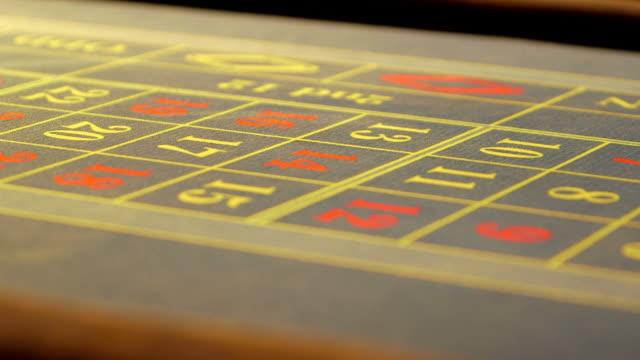 vídeos de stock e filmes b-roll de cu casino chips fall onto the table - ficha de apostas