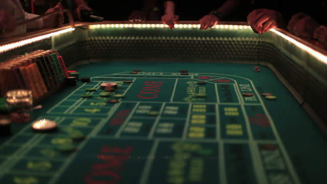stockvideo's en b-roll-footage met casino footage, gambling chips and dice on craps table - casino