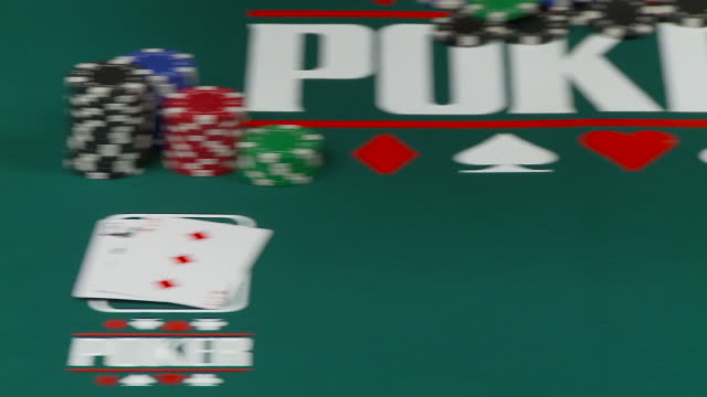 vídeos de stock, filmes e b-roll de cassino cena-show cartões de pôquer dolly (full hd - texas hold 'em