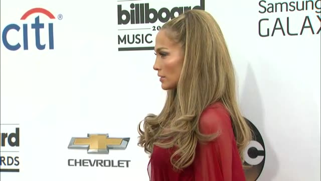 stockvideo's en b-roll-footage met casper smart and jennifer lopez at the 2014 billboard music awards arrivals at the mgm grand garden arena on may 18 2014 in las vegas nevada - jennifer lopez