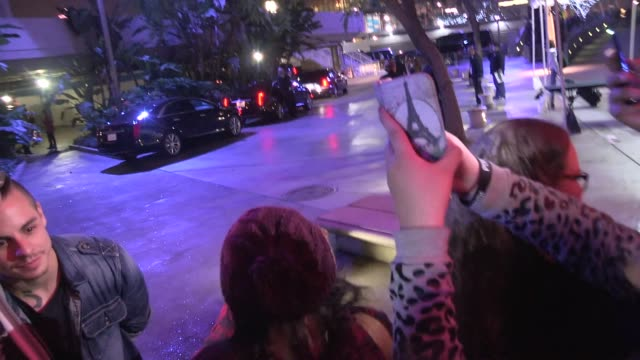 casper smart takes selfies while greeting fans at the 2014 kiis fm's jingle ball at staples center in los angeles in celebrity sightings in los... - markenname stock-videos und b-roll-filmmaterial