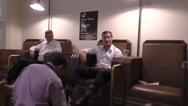 vídeos de stock, filmes e b-roll de interview casper van dien talks about getting a shoe shine while heading to comic con at union station los angeles in celebrity sightings in los... - union station cidade de los angeles