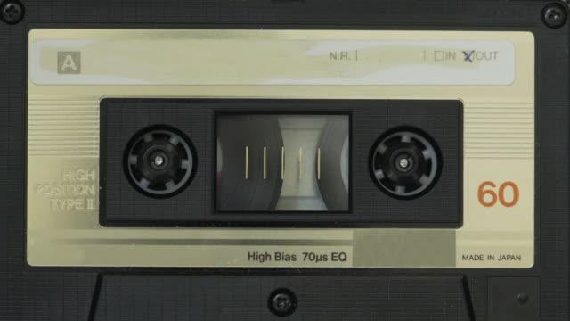 vídeos de stock e filmes b-roll de cassete de fita - 1980