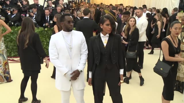 vídeos de stock, filmes e b-roll de fashion the catholic imagination costume institute gala at the metropolitan museum of art on may 07 2018 in new york city - sean combs