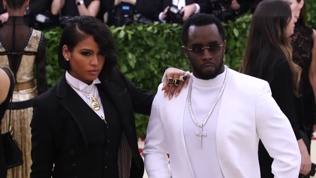 vídeos de stock, filmes e b-roll de cassie ventura and sean combs at heavenly bodies fashion the catholic imagination costume institute gala at the metropolitan museum of art on may 07... - sean combs