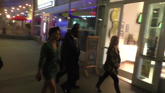 vídeos de stock e filmes b-roll de cassie ventura sean combs at arclight theatre in hollywood at celebrity sightings in los angeles on march 07 2016 in los angeles california - sean combs