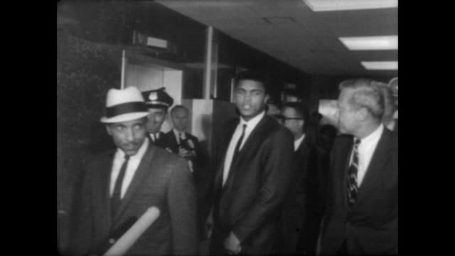 cassius clay exits houston, texas courtroom surrounded by associates / shakes hands with police officers / press take pictures as clay greets the... - guerra del vietnam video stock e b–roll