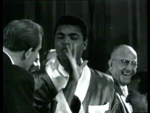 cassius clay weighs in before his boxing match fight with british champion henry cooper. cassius clay interview before fight on june 16, 1963 in... - アリ点の映像素材/bロール