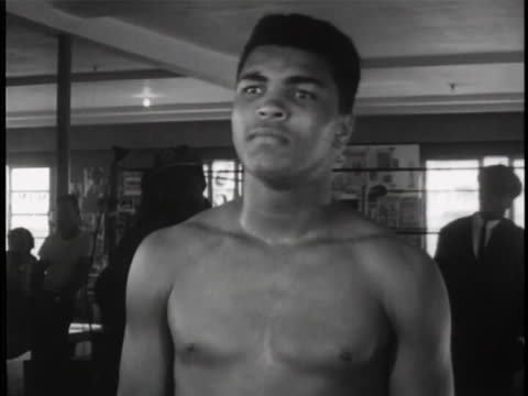 """of cassius clay's wide open mouth. as camera zooms out to reveal clay's upper body, he says """"i am the greatest!"""" we see then that he is shirtless and... - アリ点の映像素材/bロール"""