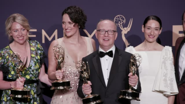 stockvideo's en b-roll-footage met cast and crew of 'fleabag' at the 71st emmy awards press room at microsoft theater on september 22 2019 in los angeles california - ensemble lid
