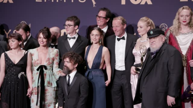 stockvideo's en b-roll-footage met cast and crew of 'game of thrones' at the 71st emmy awards press room at microsoft theater on september 22 2019 in los angeles california - ensemble lid