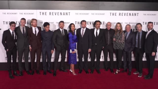 stockvideo's en b-roll-footage met cast and crew of the revenant at the the revenant los angeles premiere at tcl chinese theatre on december 16 2015 in hollywood california - ensemble lid