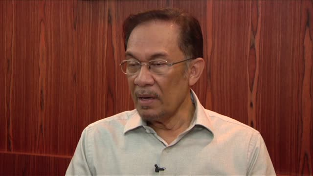 Cast into the political wilderness 15 years ago by Malaysias regime Anwar Ibrahim faces his best and possibly last shot at vengeance in climactic...