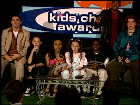 cast of all that at the 1999 nickelodeon kids' choice awards at ucla in westwood california on may 1 1999 - nickelodeon kid's choice awards video stock e b–roll