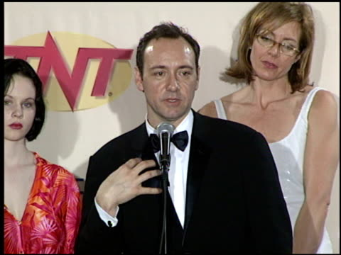 cast of american beauty at the 2000 screen actors guild sag awards press room at the shrine auditorium in los angeles california on march 12 2000 - cast member stock videos & royalty-free footage