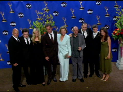 vídeos y material grabado en eventos de stock de cast of 'arrested development', winner of outstanding comedy series at the 2004 primetime emmy awards press room at the shrine auditorium in los... - premio emmy anual primetime