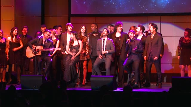 stockvideo's en b-roll-footage met performance cast of glee at trevorlive los angeles benefit celebrating the trevor project's 15th anniversary in los angeles ca - ensemble lid