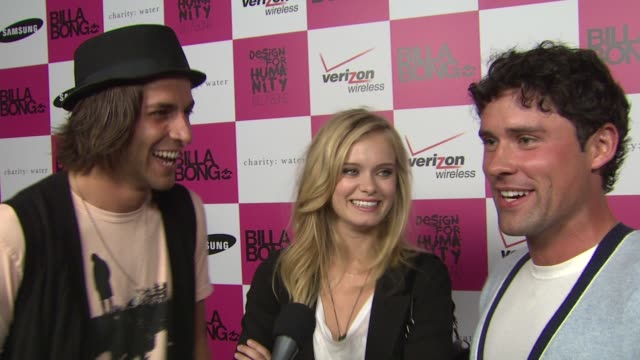 cast of 'the beautiful life' - ben hollingsworth, jordan woolley and sara paxton on being at the event, the bikini fashion show, on their new show... - サラ パクストン点の映像素材/bロール