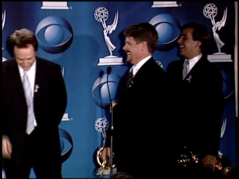 vídeos de stock, filmes e b-roll de cast of west wing, the at the 2001 emmy awards press room at shubert theater in century city, california on november 4, 2001. - oeste dos estados unidos