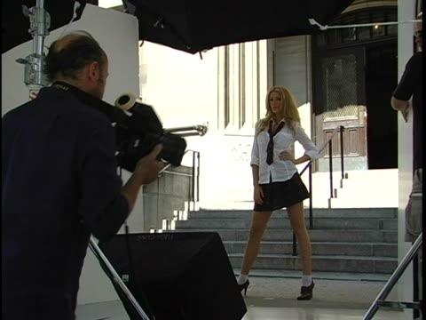 vídeos de stock e filmes b-roll de cast run scenes and photos - membro do elenco