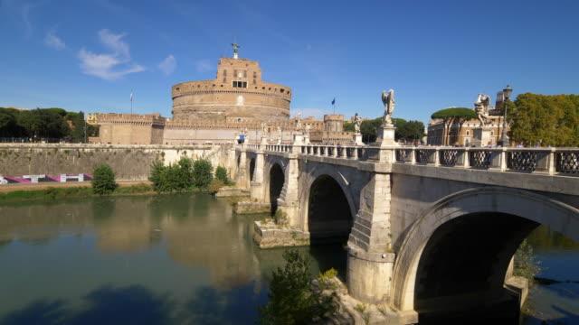 castel sant'angelo and sant'angelo bridge over tiber river in rome, italy - サンタンジェロ橋点の映像素材/bロール