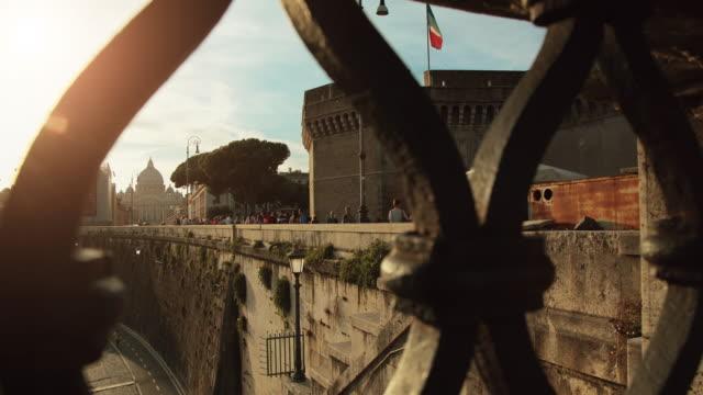 サンタアンジェロ城にローマの要塞 - サンピエトロ寺院点の映像素材/bロール
