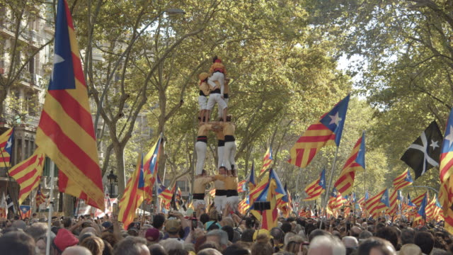 castellers at catalonia demonstration movement for the independence from spain. barcelona during 11 september 2019 at barcelona. yellow color bordegassos. catalan national day - referendum stock videos & royalty-free footage