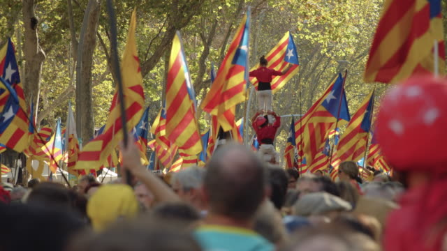 castellers at catalonia demonstration movement for the independence from spain. barcelona during 11 september 2019. catalan national day - referendum stock videos & royalty-free footage
