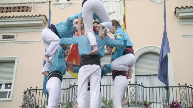 castellers climbing down human pyramid teamwork from catalonia - human pyramid stock videos and b-roll footage