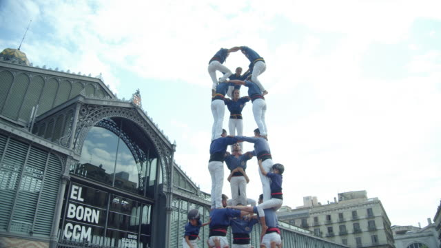 castellers human pyramid teamwork from catalonia at barcelona born district - 安定点の映像素材/bロール