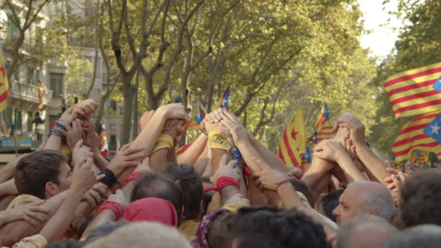 castellers touching hands at catalonia demonstration movement for the independence from spain. barcelona during 11 september 2019. catalan national day - referendum stock videos & royalty-free footage