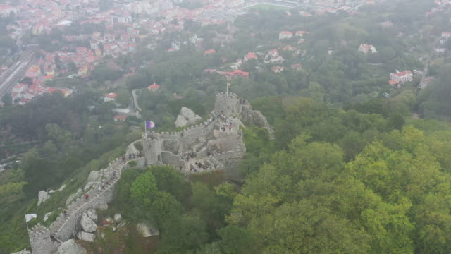 castelo dos mouros / sintra, portugal - tree fort stock videos & royalty-free footage