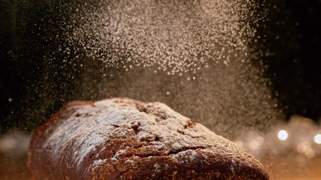 vídeos y material grabado en eventos de stock de slo mo azúcar de caster cayendo sobre un pastel - azúcar