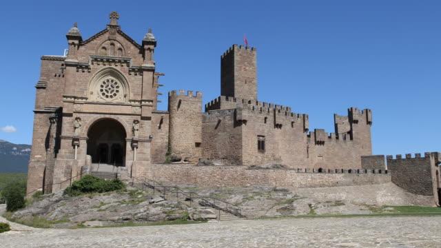 vídeos y material grabado en eventos de stock de castillo de javier - castillo estructura de edificio
